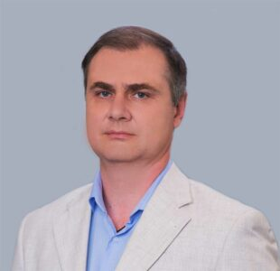 Денис Крестов